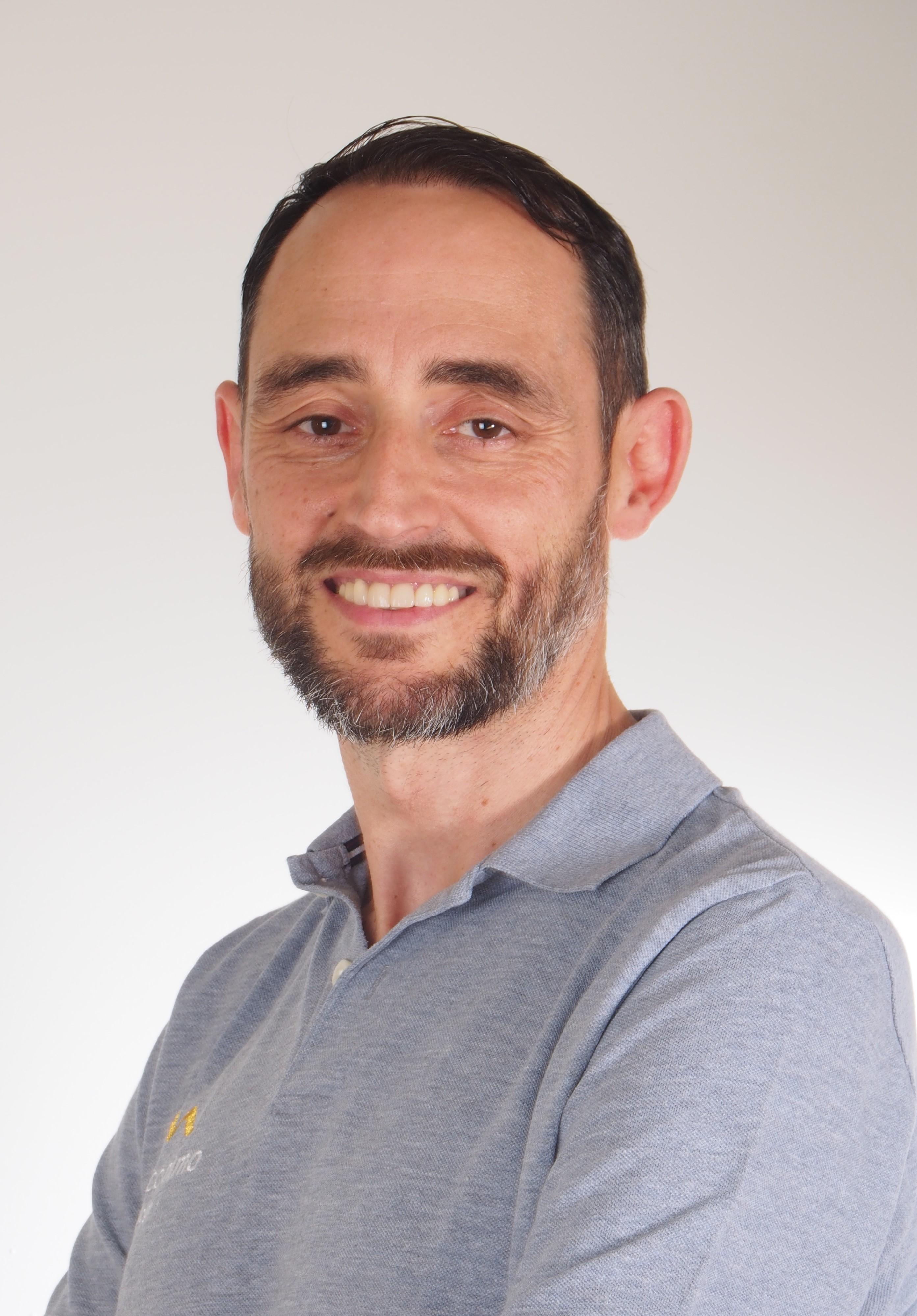 Dr. Jorge Nimo ODONTOLOGÍA ESTÉTICA, IMPLANTOLOGÍA Y ORTODONCIA